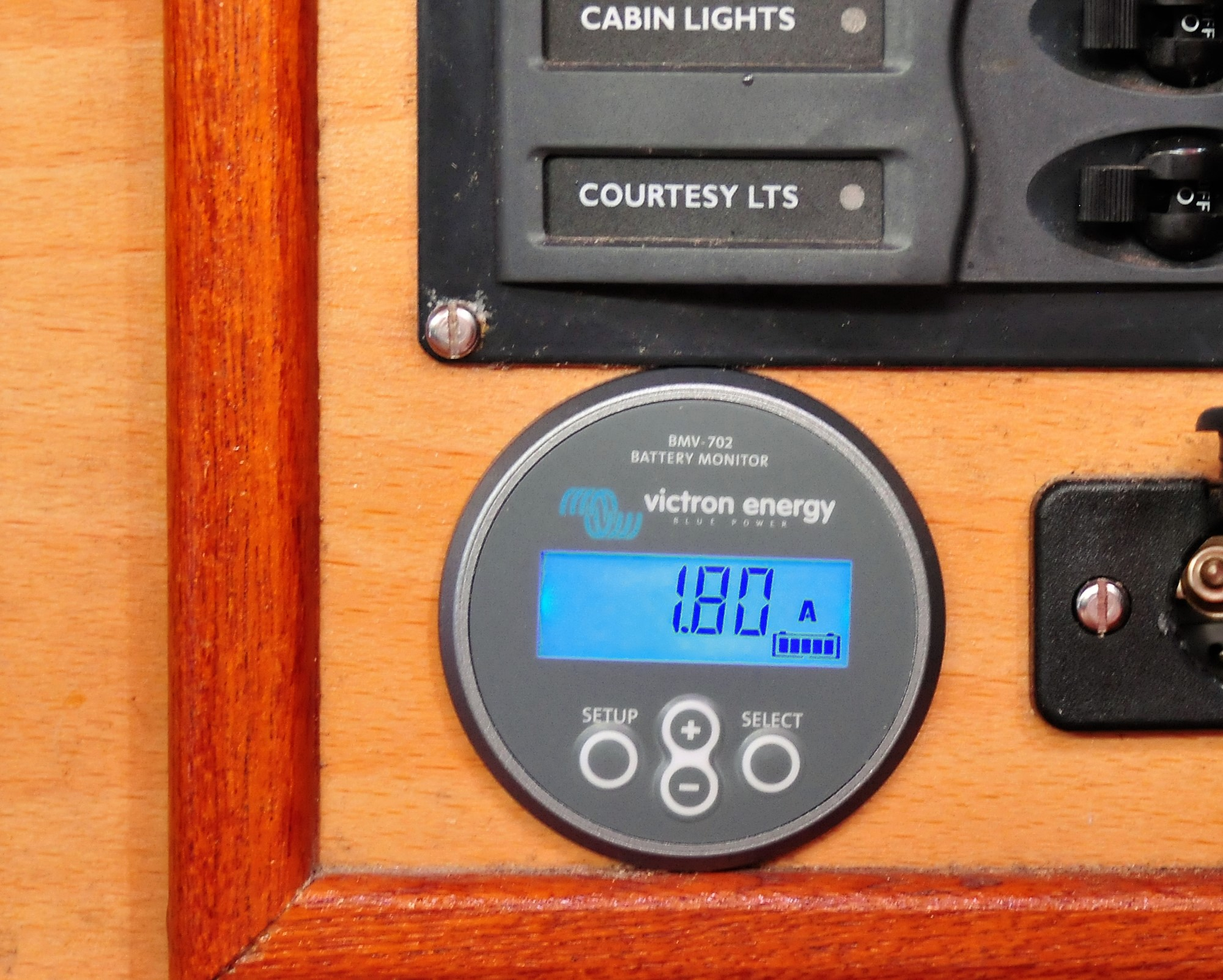 Solar Panels The Quiet Sailing Solution Victron Energy Wind Charge Controller With Shunt Mode Methode Circuit Diagram Itself Is Quite Neat But It Necessary To Connect Battery Cables So Does Require A Bit Of Space I Overcame Problem Where Put