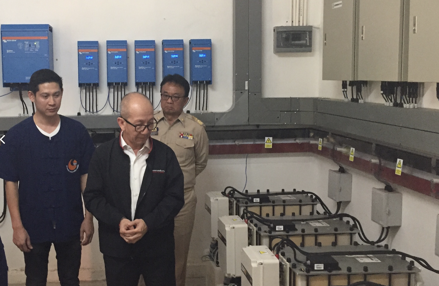 Thai Energy Minister visits the new microgrid and energy storage system.